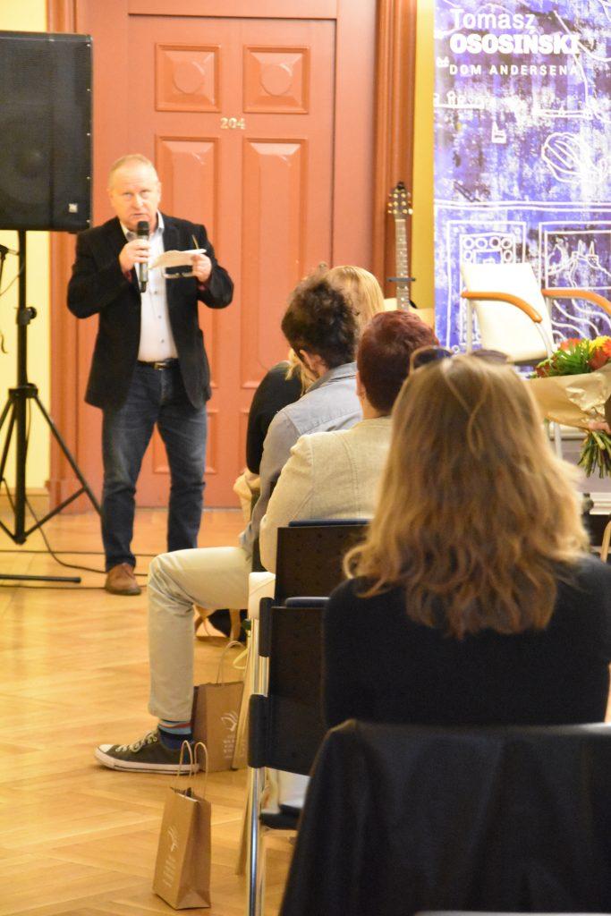 przewodniczący jury Karol Maliszewski wyjaśnia wybór