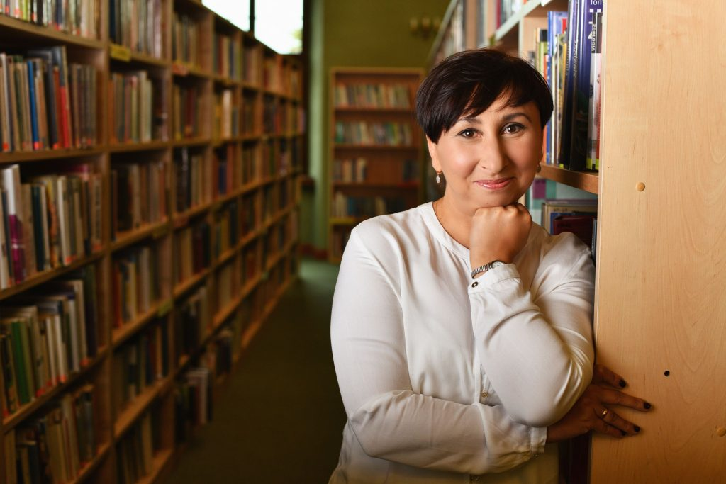 Zajęcia prowadzi Ania Pietrzak - starszy kustosz, wieloletni bibliotekarz z wykształceniem pedagogicznym, z ogromną wrażliwością i miłością do książek oraz dzieci