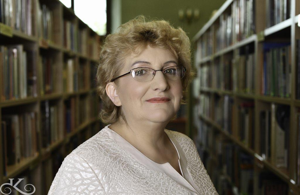 Spotkania Klubu w Filii nr 1 prowadzi Małgorzata Andrzejewska - bibliotekarz z zamiłowania, zaangażowany w pracę z czytelnikiem