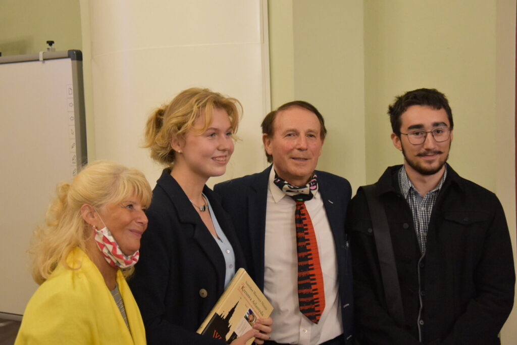 Spotkanie autorskie ze Stanisławem Sławomirem Nicieją. Autor z czytelnikami