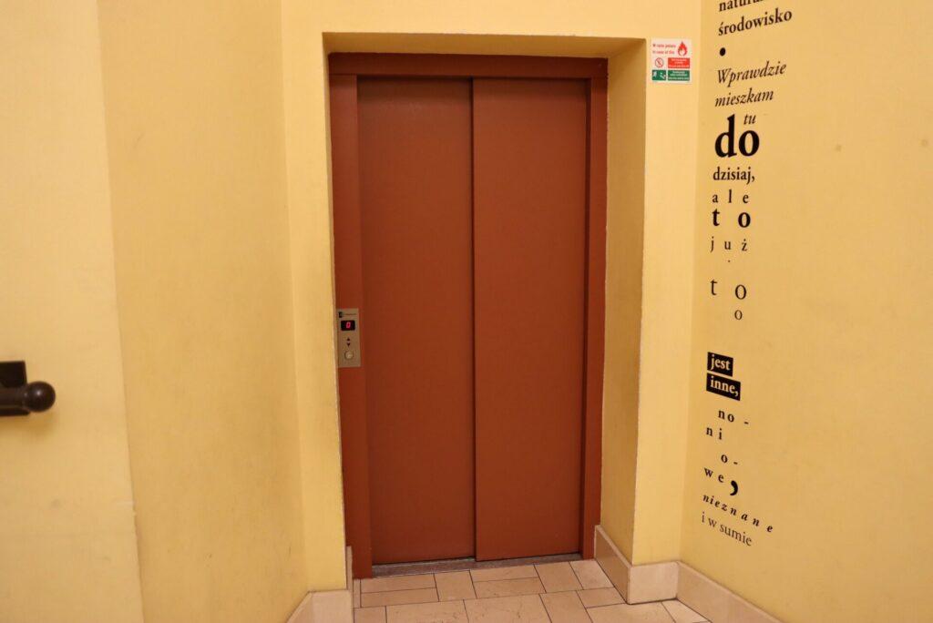 Zdjęcie przedstawiające windę