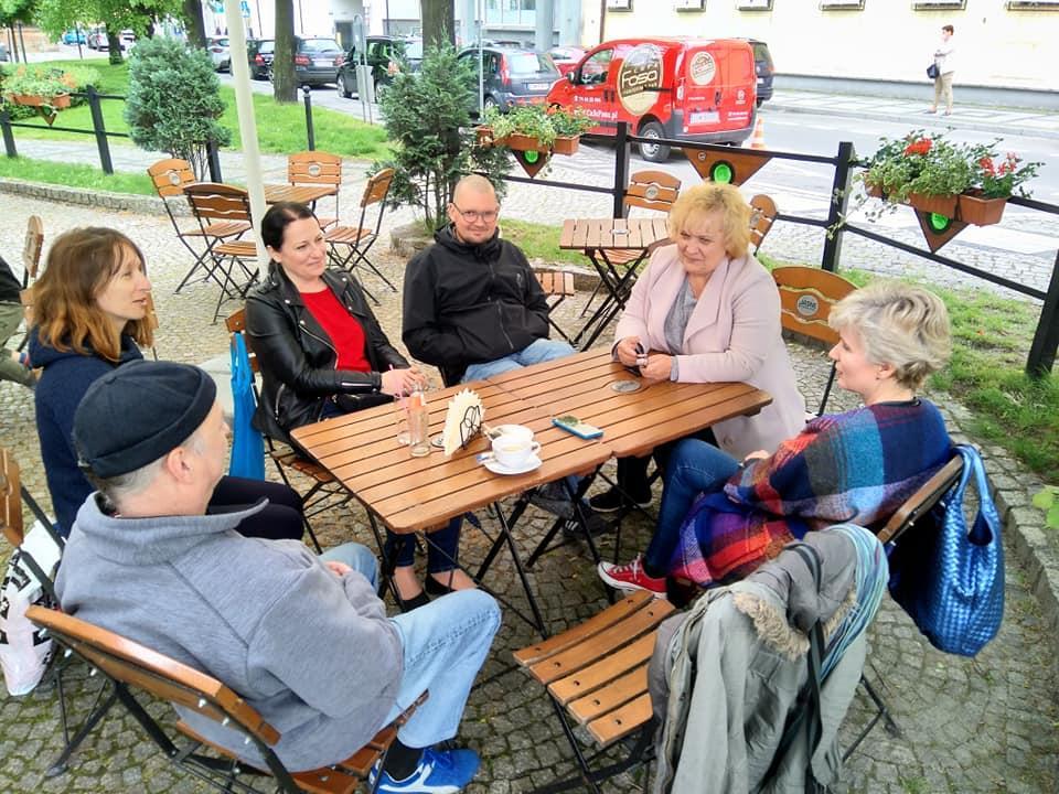Grupa warsztatowa w restauracji