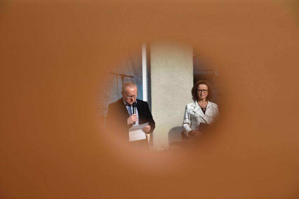 Biesiada literacka na placu z Dzikami przy bibliotece - Karol Maliszewski oraz Ewa Cuban