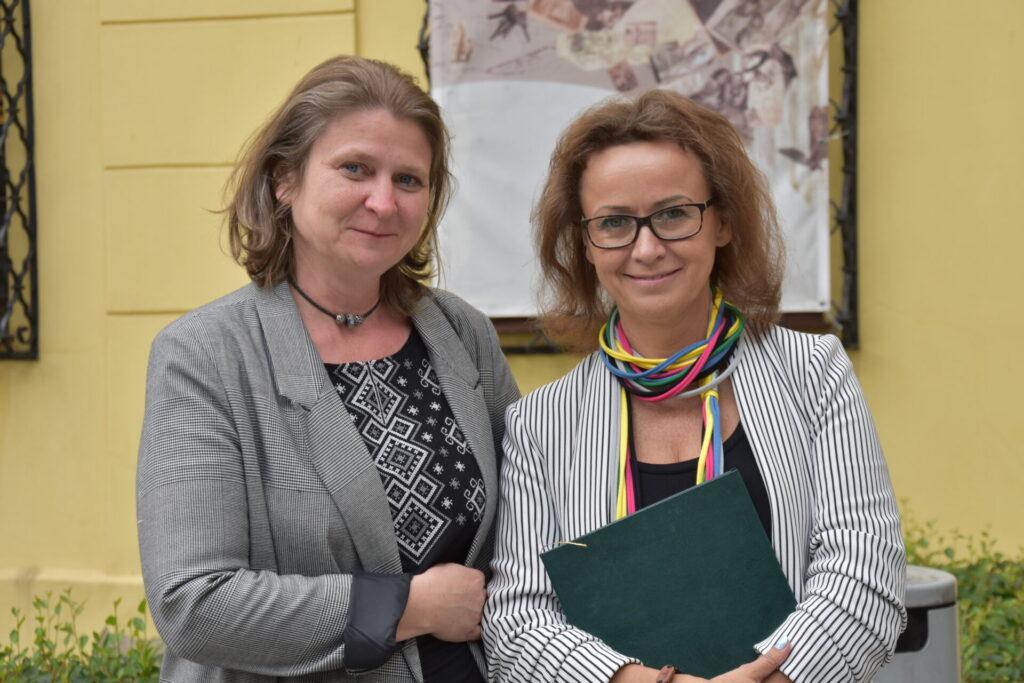 Dyrektorka i koordynatorka Beata Kłossowska – Tyszka oraz dyrektorka biblioteki Ewa Cuban