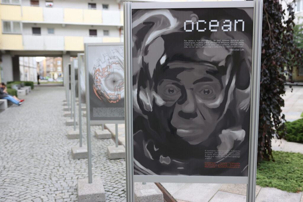 """""""Ocean"""" – niezwykła wystawa inspirowana twórczością Lema w bibliotece na skwerze z dzikami"""