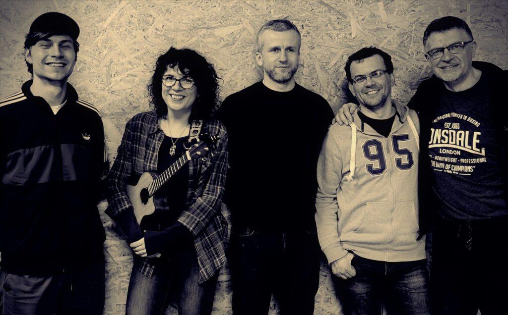 """Zespół """"Póki Co"""" - fotografia czarno-biała"""