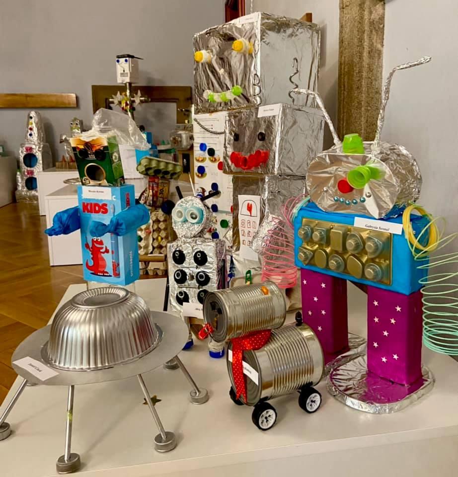 Roboty - prace plastyczne, wykonane przez dzieci z puszek, kartonów, zakrętek